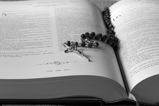 Kommunion, Buch aufgeschlagen